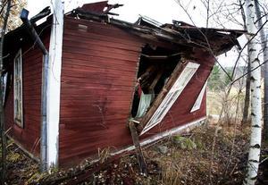 Väggarna är på väg att falla ihop och taket har rasat in på det som en gång var ett fint bönehus.