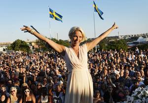 Lasse H gillar allsång och tycker att Petra Marklunds
