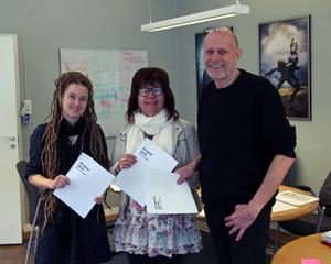 Amanda Lind (MP), Ingrid Nilsson (V) och Fred Nilsson (S) är nöjda med budgeten.