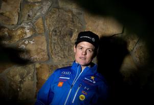 Mattias Hargin har landat i sorgen och hittat tröst i skidåkningen.