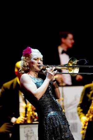Imponerade. Gunhild Carling briljerar mest genom sin utstrålning och sitt trombonespel.Foto: Catharina Hugosson.