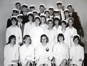 Här ser vi enav klasserna som tog studenten år 1964.