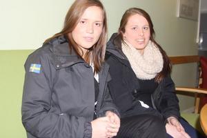 Maria Berglöv och Emma Ahlander går tredje året på omvårdnadsprogrammet i Sandviken. Tillsammans med Lena Wiklund har de samlat in 17 000 kronor och köpt datorer som de ska skänka till barn och ungdomar på barnkliniken i Gävle.