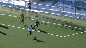 Bedoya laddar bössan mot IFK Mariehamn.