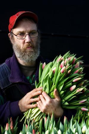 Lars-Erik Wikman har jobbat på växthuset i ett tjugotal år.