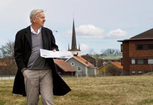 Stefan Werner inför köpet av marken vid Åbrinken, där det nu byggs för fullt.