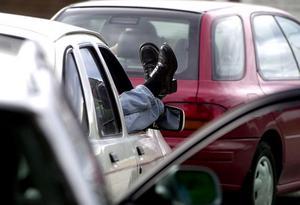 Regering måste agera mot alla bilmålvakter i Sverige.