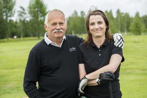 Wolger Johansson och Karin Orav är far och dotter och har spelat ÖA-golfen flera gånger tillsammans. De har även vunnit tävlingen ett år.