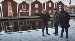 Y: Han gick ystöver, förklarar Lennart för Petters-Börje och Cia.