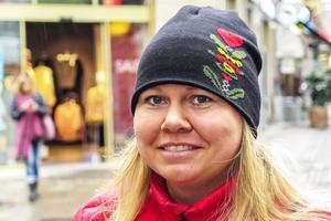 Anna-Karin Eriksson, 38 år, Östersund: – Nja, inte mynten kanske. De är för små och lätta.  Känslan med både mynten och sedlarna är att de är leksakspengar.