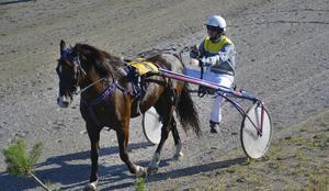 Mikael Isaksson vann första loppet med Mysloven.
