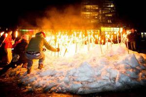 Det blev en enda stor fackla av Stortorget på lördagskvällen när Östersund firade Earth hour.