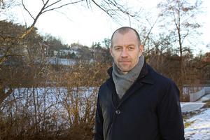 Gångstråket vid Svartån är dåligt skött, tycker Christian Brobeck, VD för Aroseken. Han vill att det ska snyggas upp.