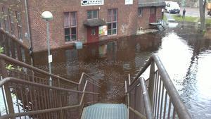 Vattennivån steg snabbt i sänkan vid Qlturhuset.