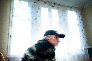 Jan-Erik Persson tycker att han egentligen har sig själv att skylla för den situation han hamnat i och han vill inte ligga samhället till last.