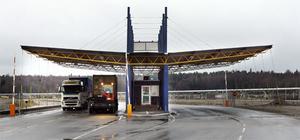 Gaten är nålsögat in till containerterminalen.