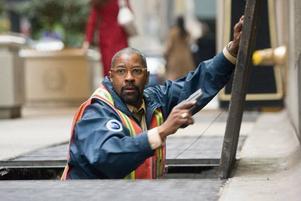 """Denzel Washington är tjänstemannen som blir ofrivillig gisslanförhandlare i """"Linje 1–2–3 kapad""""."""