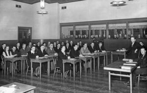 Med i diskussionen. Stadsfullmäktige i Nynäshamn lanserade en idé om att slå ihop Nynäshamn med både Ösmo och Torö, då det stod klart att Sorunda och Ösmo inte kunde tänka sig att samarbeta. Bilden är tagen i Folkets Hus annex 1946.