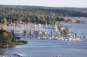 Någon av Västerås småbåtshamnar blir ofta ett vacker bild när man blickar ut från ett av Västerås högsta torn