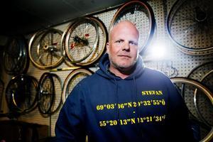 Förra året cyklade Stefan Sand längs hela Sverige. Nu planerar han att cykla jorden runt och samtidigt samla in pengar till välgörenhetsprojektet Water Aid.