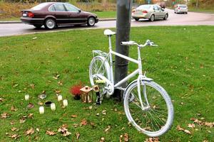 Ghostbike. Cykelmonumentet hedrar mannen som omkom vid Skallbergsmotet i september i år.