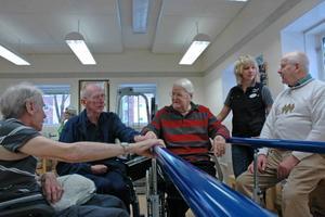 TRE MUSKETÖRER. Stig-Erik Carlsson, Sune Jansson och Knut Persson småpratar gärna med varandra mellan arbetspassen. Hans-Olov Carlsson besökte kraftkällan för första gången.