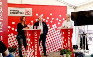Anna-Caren Sätherberg, ordförande för länets Socialdemokrater, gick upp i debatt redan från dag 1 i Almedalen. Här i samspråk med Sven-Olov Daunfeldt professor i Nationalekonomi på HUI. Moderator är Staffan Dopping.