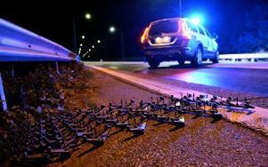 Ett par från Gotland på väg till Borlänge körde på polisens spikmatta, som var avsett för en annan bil. Foto: Patric Söderström / TT