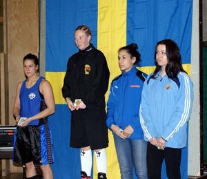 Malin Hermansson, till vänster, vid prisutdelningen.
