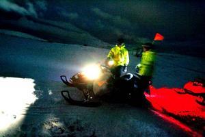 Den här vinterns tidiga och kalla start har gjort att Åredalens snöläggare fått slita hårt. Utrustningen är också     i behov av underhåll efter att ha körts utan avbrott en lång tid. Den här natten är det mesta lugnt.