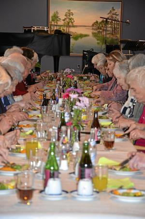 Förrätt. Maten som pensionärerna bjöds på kom från Servicehuset Björkhagens husmanskost.