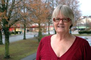 Glad. Ann-Marie Wikander bor i Tierp men kommer ursprungligen från Härjedalen och skriver romaner på jämtska.