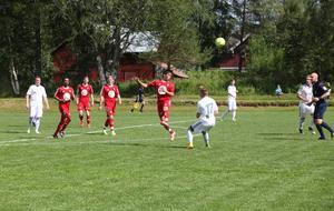 Att Sveg bytte runt på hela sin trupp gjorde att laget vann fler och fler dueller i takt med att hemmaspelarna tröttnade.