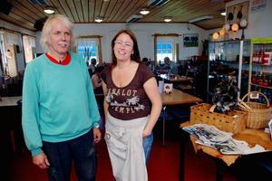 Går bra. Lars Andersson och Karola Karlsson i Strutscaféet som går bra trots att E4 flyttats.