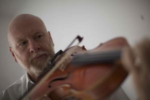 Sverigeaktuell. Brett Dean, altviolinist, tonsättare och dirigent.