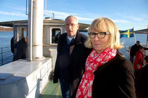 Gösta Frost och Karin Englund ombord på Laxen. Karin som jobbar på Nordiska museet tycker att Gösta gjort en stor gärning så på måndag belönas han med en medalj.