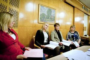 Camilla Hofström, Hanna Lindgren, Åsa Bergkvist och Anna-Lena Andersson vågar inte ge garantier för att årets underskott stannar vid elva miljoner.