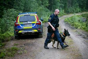 Polisman och polishund (bilden är en genrebild)Foto: TT