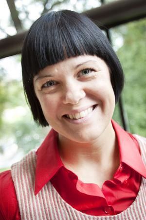 """Hanna Bruce är vd för företaget Växbo Lin med 14 anställda. Hon vet att """"nätverkande"""" ger resultat.– Det viktigaste för att förbättra företagandet i länet är att skapa mötesarenor, det räcker för mig, säger hon."""