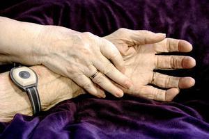 Skribenten är orolig inför framtiden inom åldringsvården.