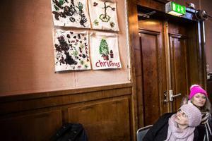 Att visa upp och jämföra kulturer är månadens tema på språkcaféet på Tingshuset.