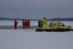 Idag vid hamnen så övade sjöräddningssällskapet med sin svävare.