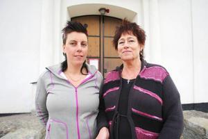 Bodil Jonsson och Eva-Britt Boij hoppas att det kommer många föräldrar och andra som vill vara med och nattvandra i Sveg på Valborg. Basen blir kyrkan som är öppen för alla ända till 02:00.
