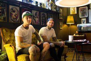 Jimmy Johnsson och Marcus Hultgren på Big Time Tattoo i Västerås.