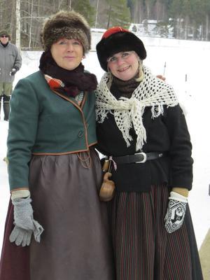 Väninnor från Sverige och Röros på väg till marknaden.
