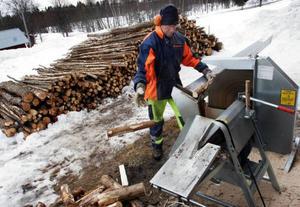 Lagom till påsk ska Karl-Erik  Holgersson  vara klar med årets vedprojekt.