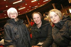 Viktor och Anton Sörqvist, här med mamma Linda, är intresserade av Prolympia.