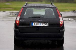 Kombiversionen av Ford Mondeo är förlängd med 15 centimeter och bjuder på goda utrymmen, både för passagerare och för bagage.Foto: Tomas Hägg
