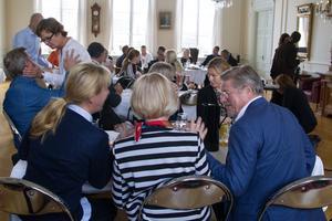 Bissen Brainwalks insamlingsfond hade middag i samband med utdelningen av pengar till hjärnforskningen. Den bestod av bland andra familj till Mathias Larsson, folk ur den ideella föreningen, akademiker, kommunpolitiker och forskare.