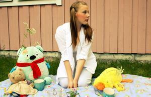 Emma Karlsson agerar gärna modell för sina fotograferande kompisar.